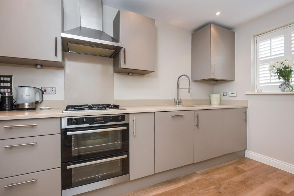 3 Bedrooms Terraced House for sale in Lorimer Row, Bromley, BR2