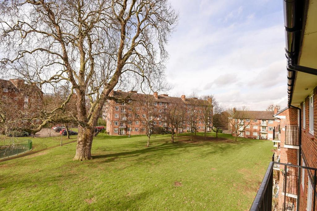 3 Bedrooms Flat for sale in Whitnell Way, Putney, SW15