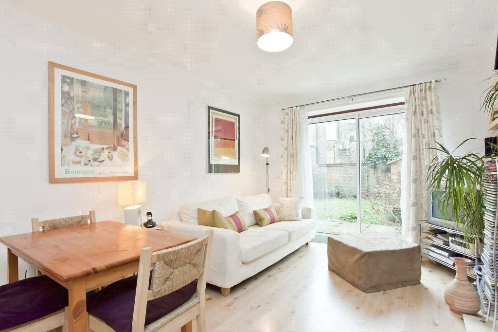 1 Bedroom Flat for sale in Wells Court, Queen Margarets Grove, London, N1