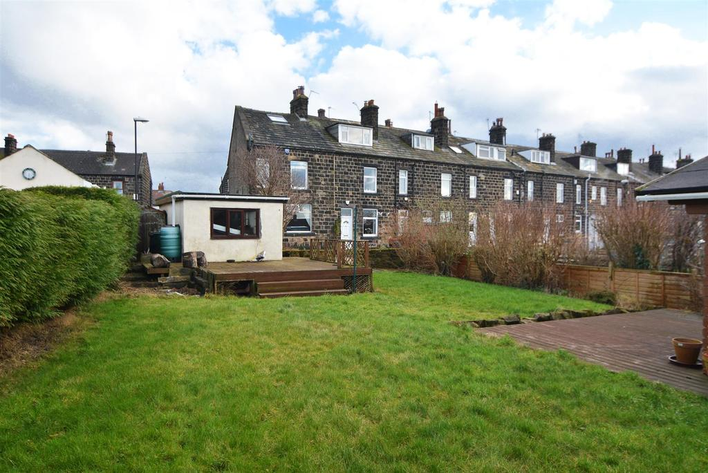 3 Bedrooms Terraced House for sale in East View, Yeadon, Leeds