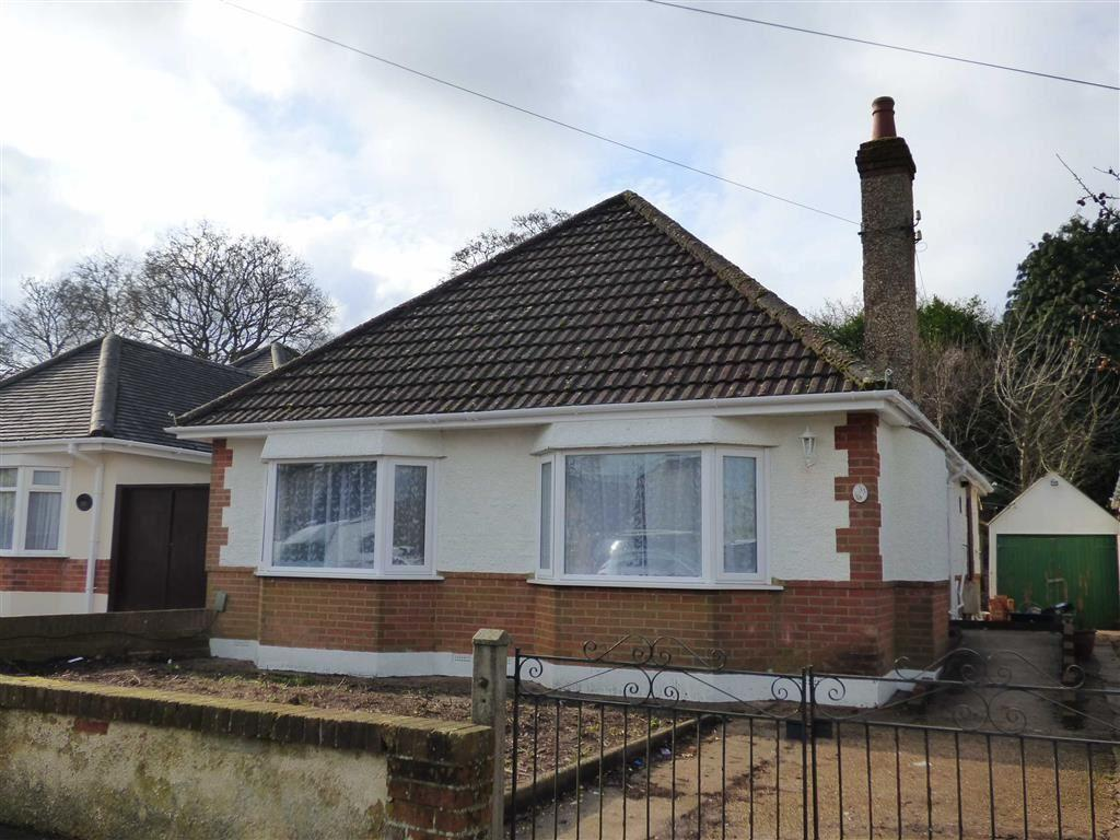 3 Bedrooms Bungalow for sale in Wicket Road, Bournemouth, Dorset