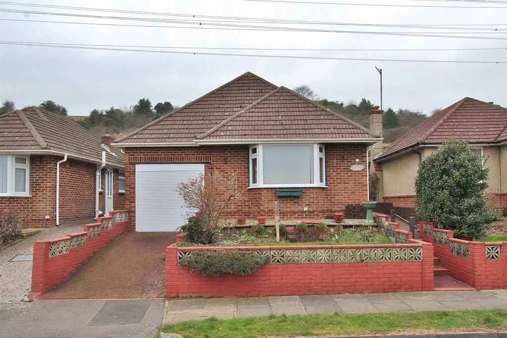2 Bedrooms Bungalow for sale in Oakdene Crescent, Portslade