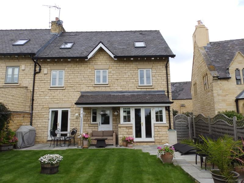 5 Bedrooms Semi Detached House for sale in NUNNERY WAY, CLIFFORD, WETHERBY, LS22 6SL