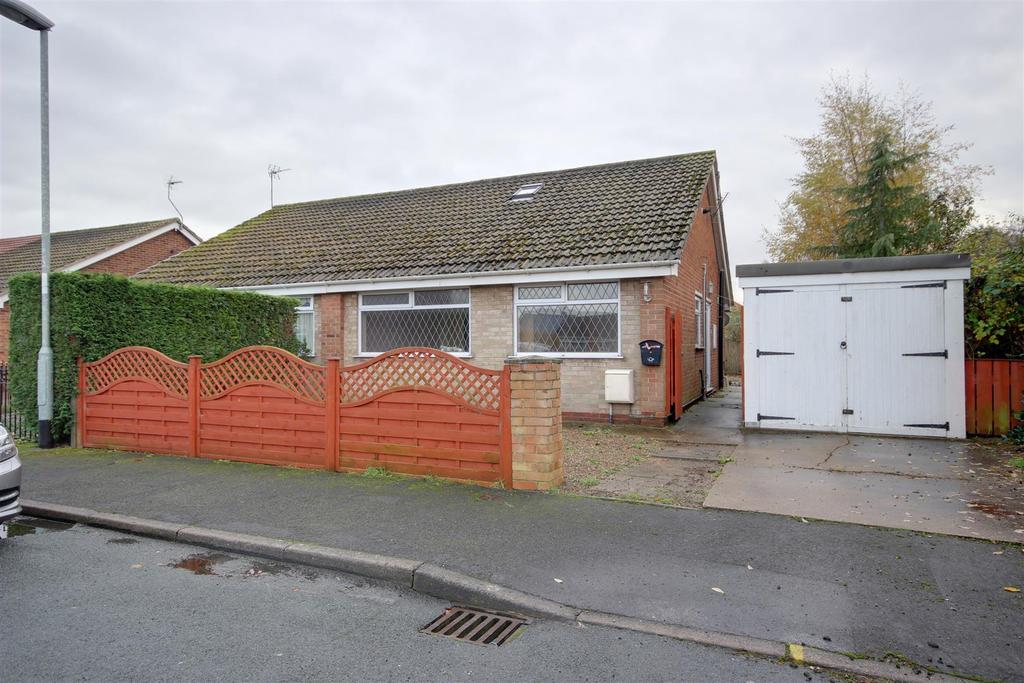 4 Bedrooms Semi Detached Bungalow for sale in Hansard Crescent, Gilberdyke, Brough