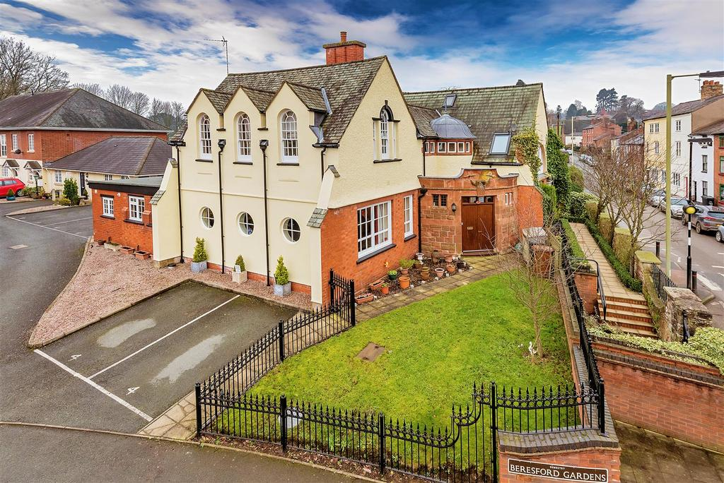 3 Bedrooms Town House for sale in Beresford Gardens, Oswestry