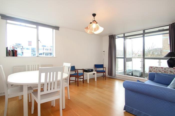 2 Bedrooms Flat for sale in Rayners Road, London