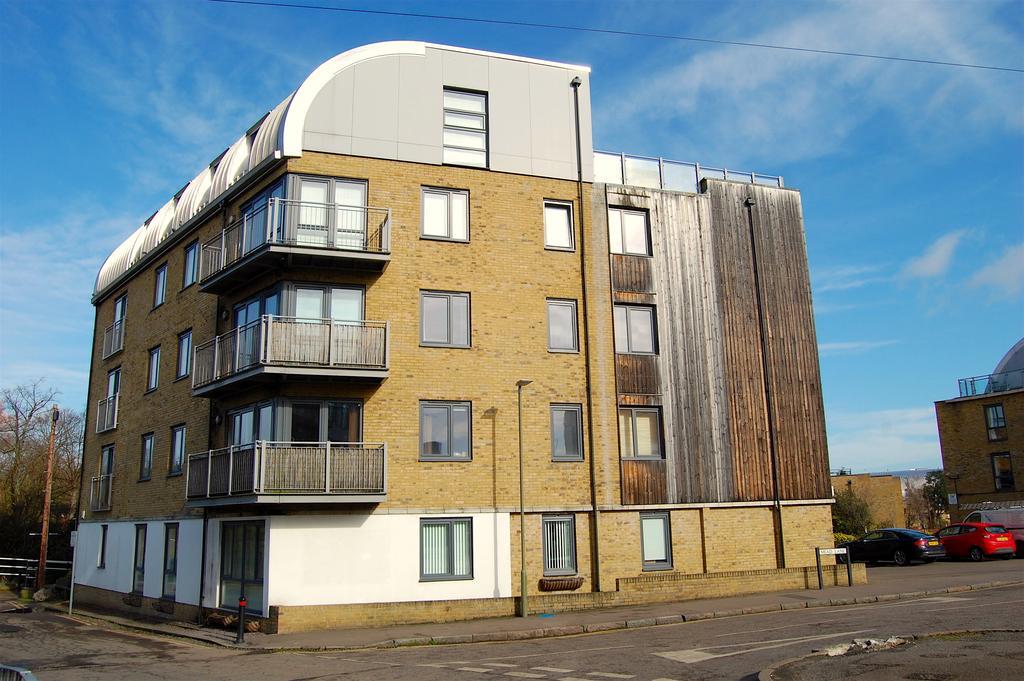 1 Bedroom Flat for sale in Elder Court, Mead Lane, Hertford SG13