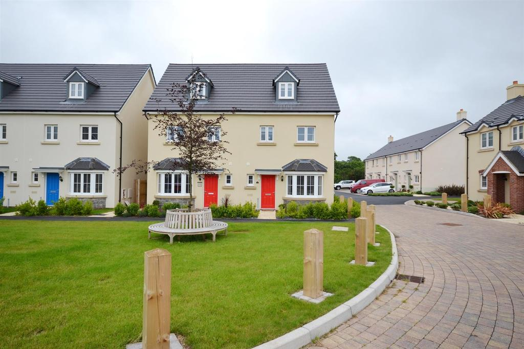 4 Bedrooms Semi Detached House for sale in Honeyhill Grove, Lamphey, Pembroke