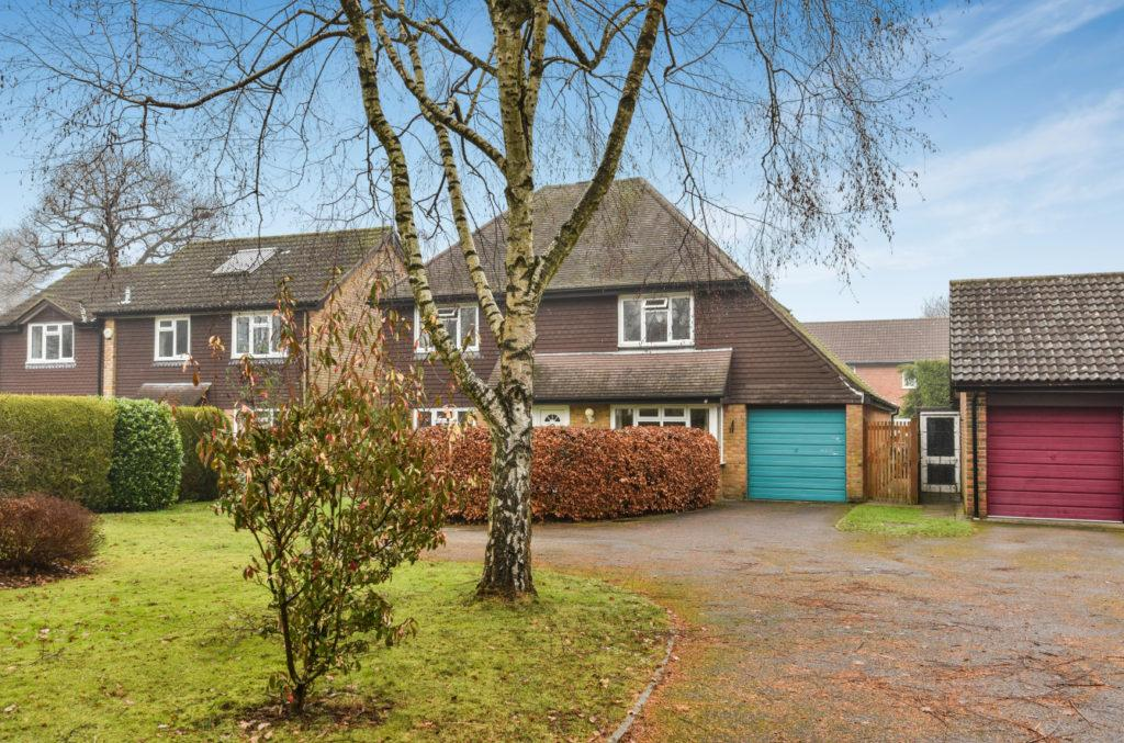 4 Bedrooms Detached House for sale in Fortune Drive, Cranleigh