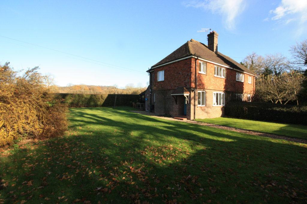 3 Bedrooms Semi Detached House for rent in Barhatch Lane, Cranleigh