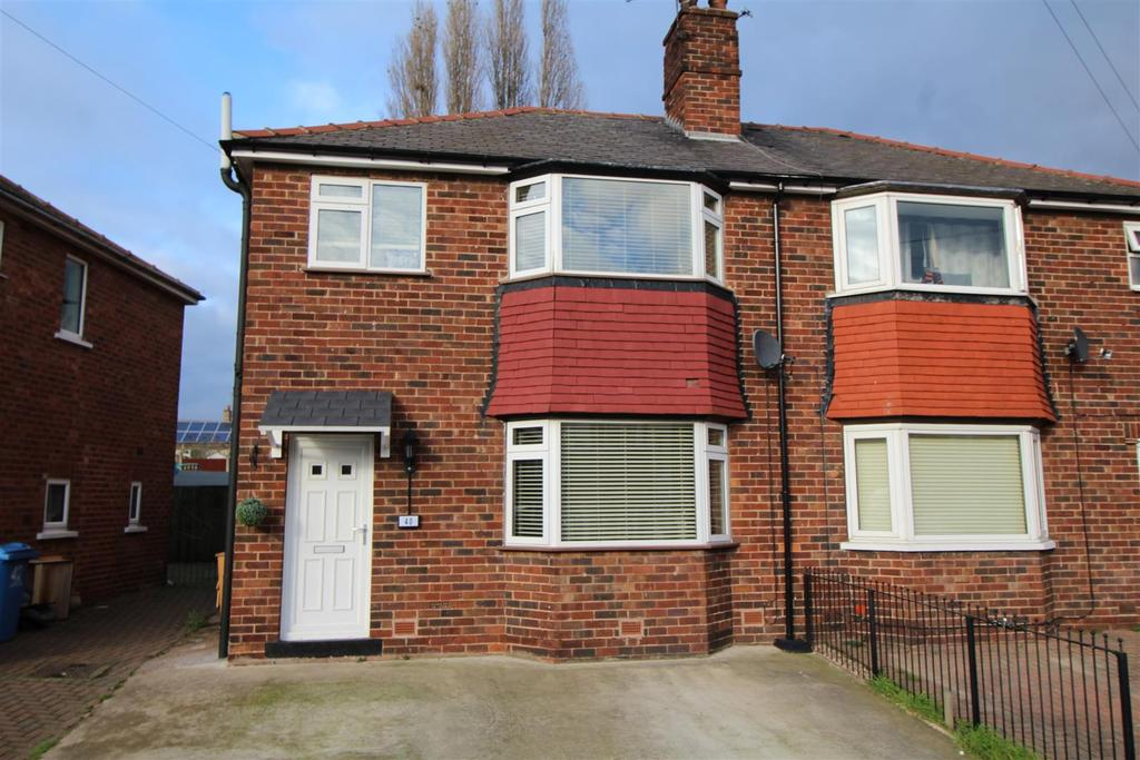 3 Bedrooms Semi Detached House for sale in Carlton Close, Worksop