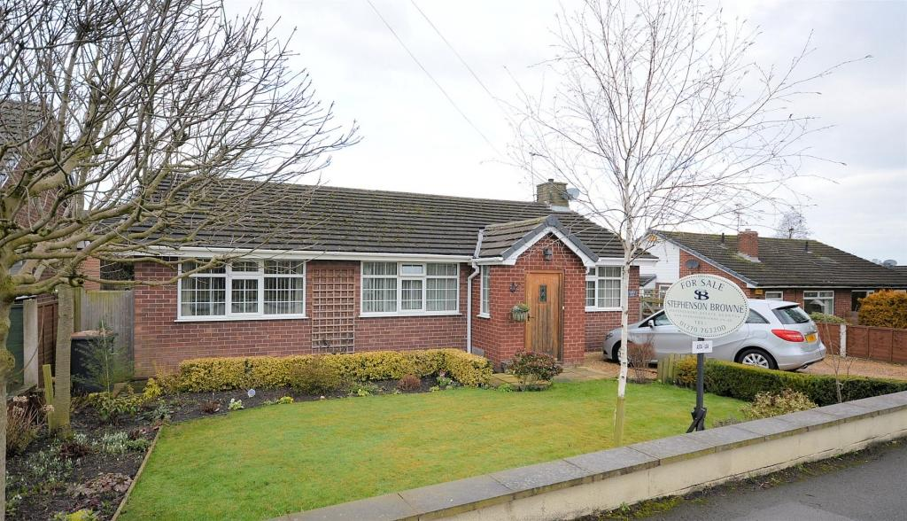 3 Bedrooms Detached Bungalow for sale in Asta-Lea, Hassall Road, Malkins Bank