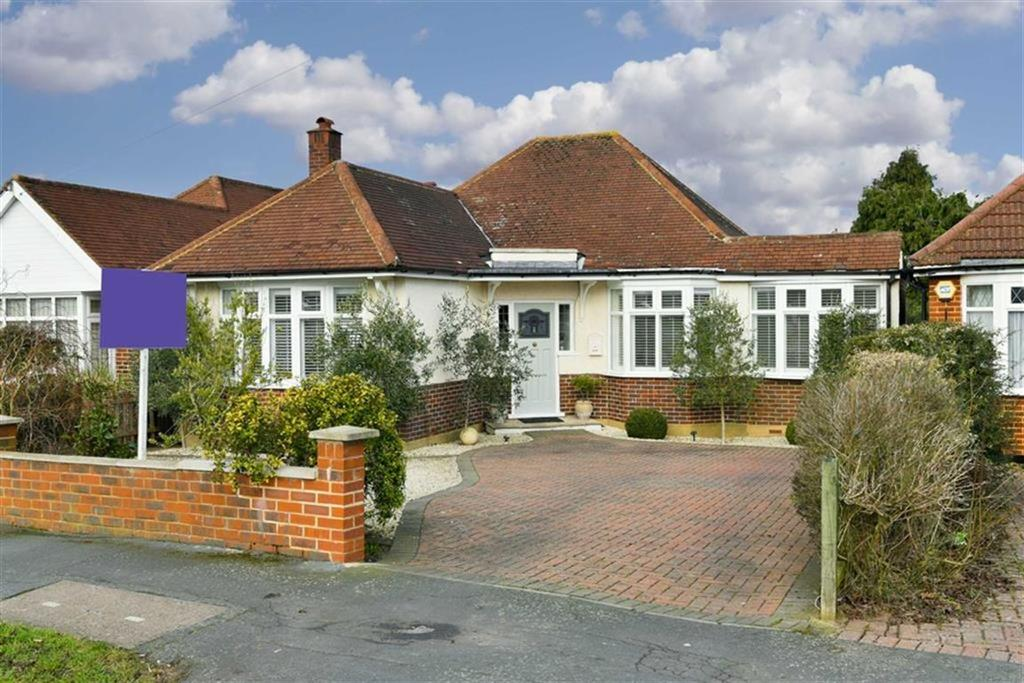 3 Bedrooms Detached Bungalow for sale in Manor Drive, Ewell, Surrey