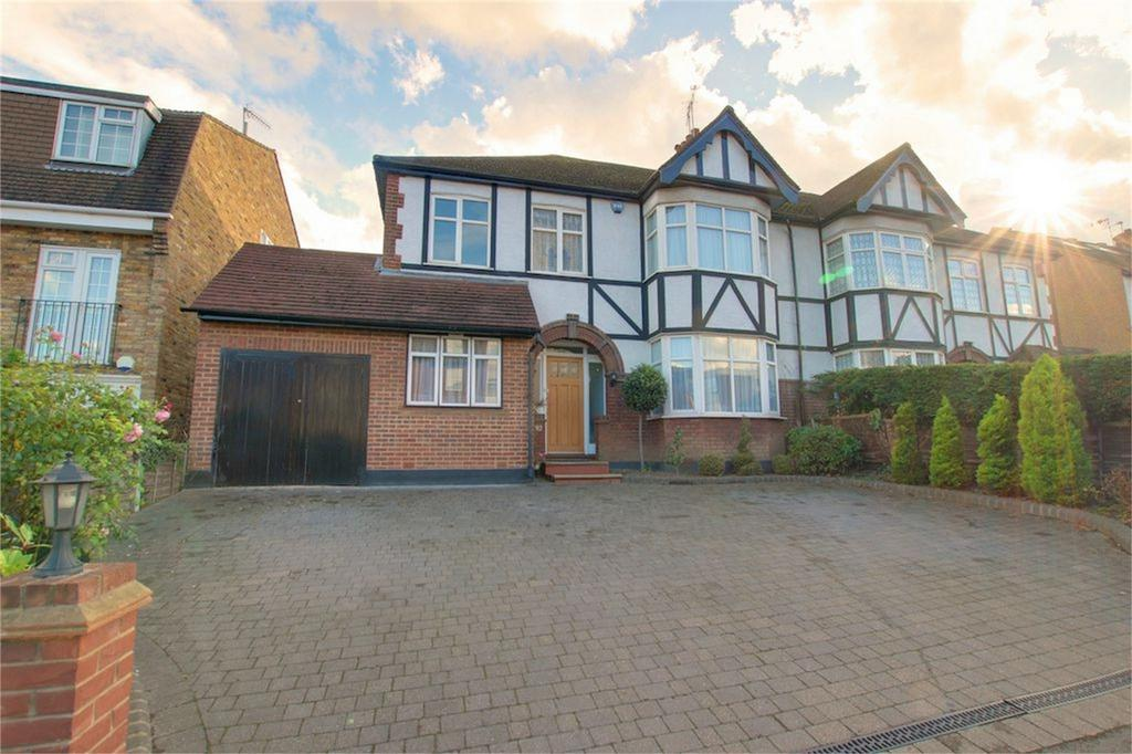 4 Bedrooms Semi Detached House for sale in Palmerston Road, Buckhurst Hill, Essex