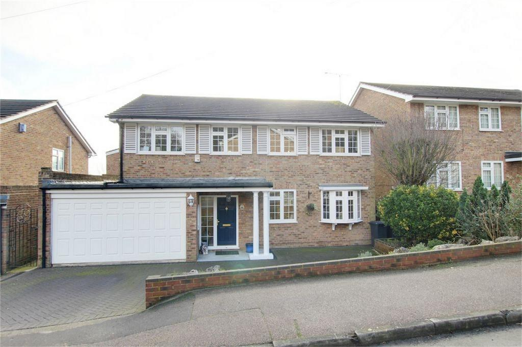 4 Bedrooms Detached House for sale in Grasmere Close, Loughton, Essex
