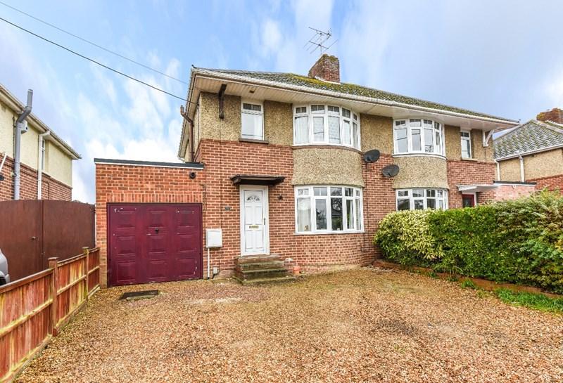 3 Bedrooms Semi Detached House for sale in St Hubert Road, Andover