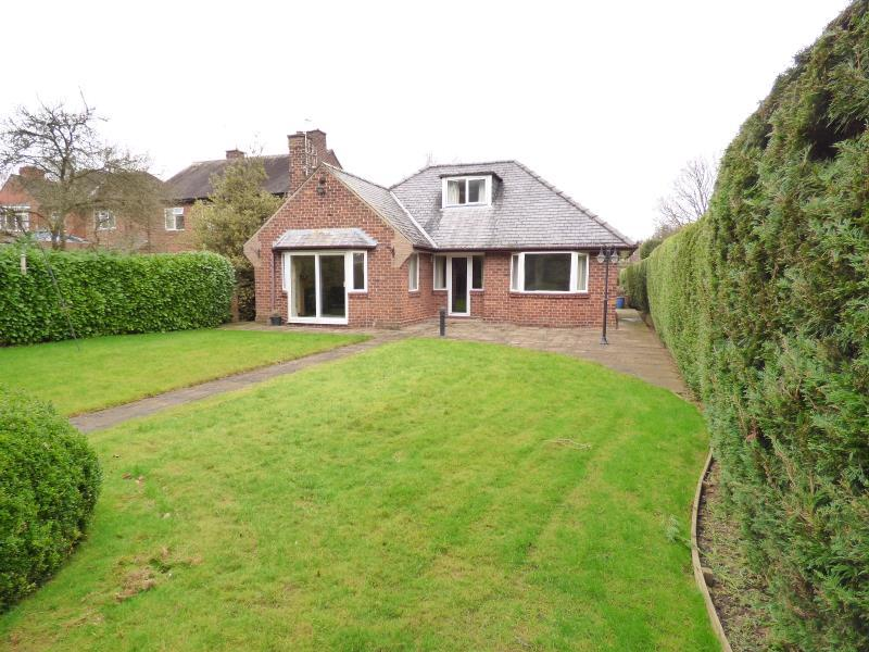 4 Bedrooms Bungalow for sale in MALLORIE PARK DRIVE, RIPON, HG4 2QF