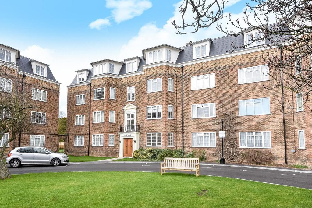 2 Bedrooms Flat for sale in Orchard Court, The Avenue, Worcester Park, KT4