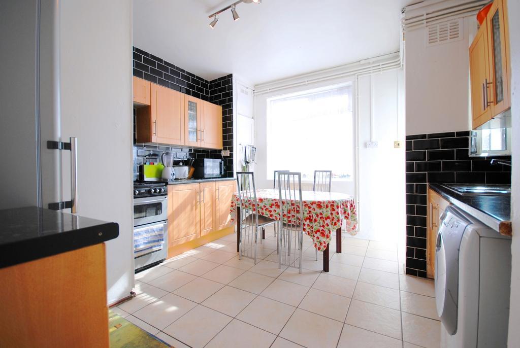 4 Bedrooms Flat for sale in Queens Row SE17