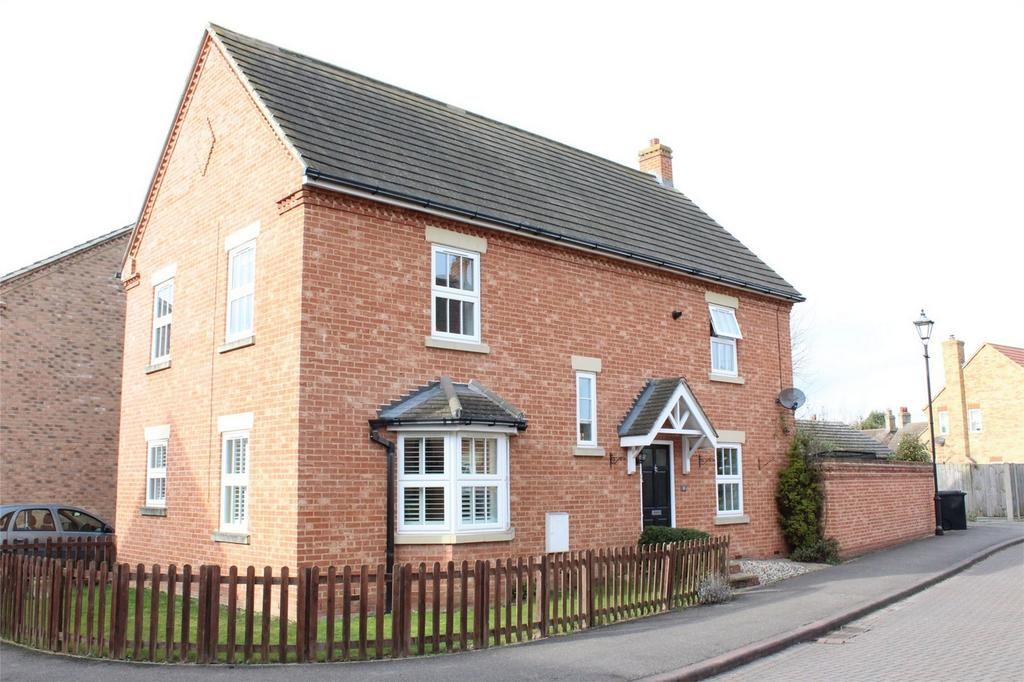 4 Bedrooms Detached House for sale in Weavers Orchard, Arlesey, Bedfordshire