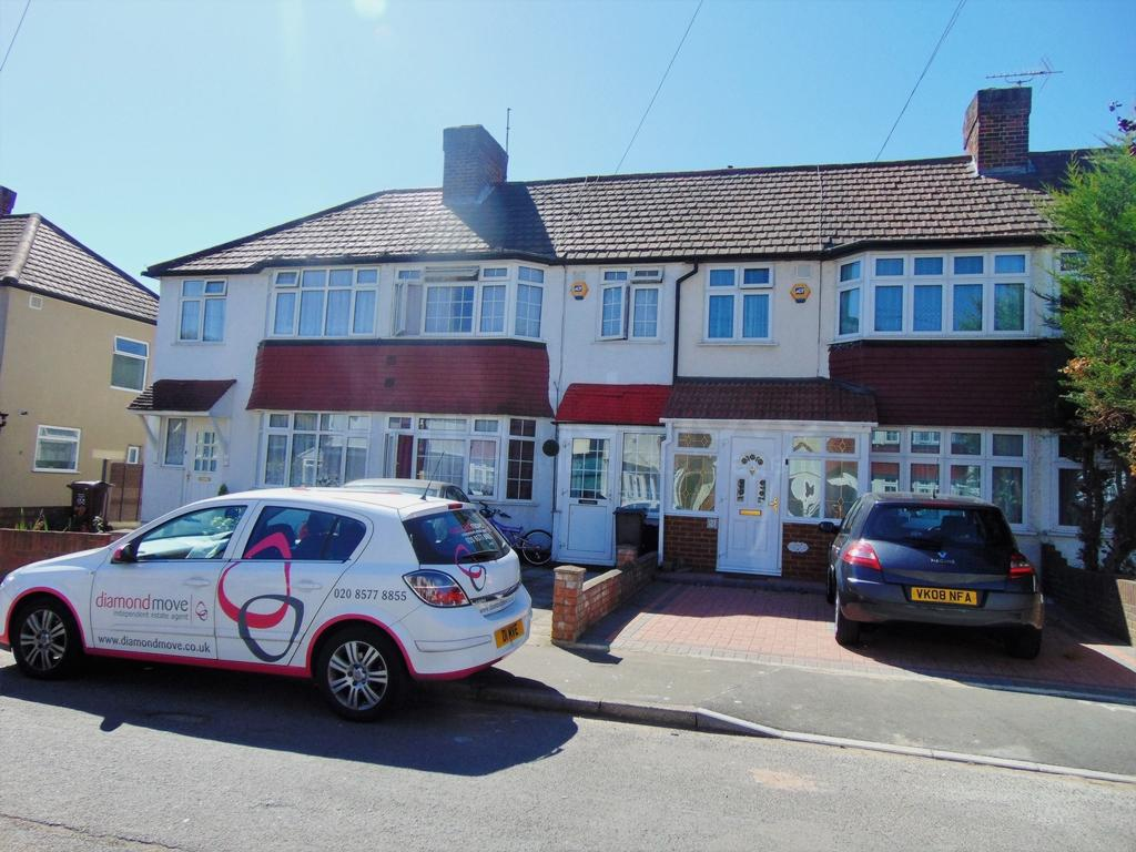 3 Bedrooms Terraced House for sale in Byward Avenue, Feltham, TW14