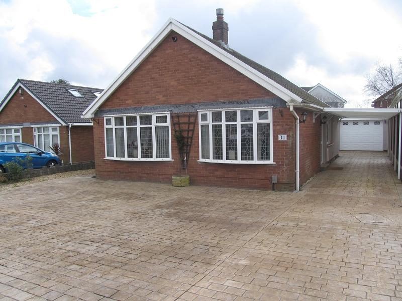 3 Bedrooms Bungalow for sale in Maes Y Gwernen Drive, Cwmrhydyceirw, Swansea.