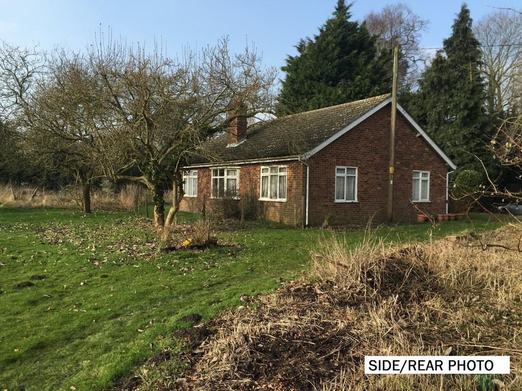 4 Bedrooms Detached Bungalow for sale in Low Road, Great Plumstead