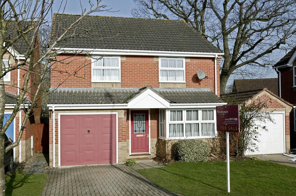 3 Bedrooms Detached House for sale in Churchfields, Hethersett