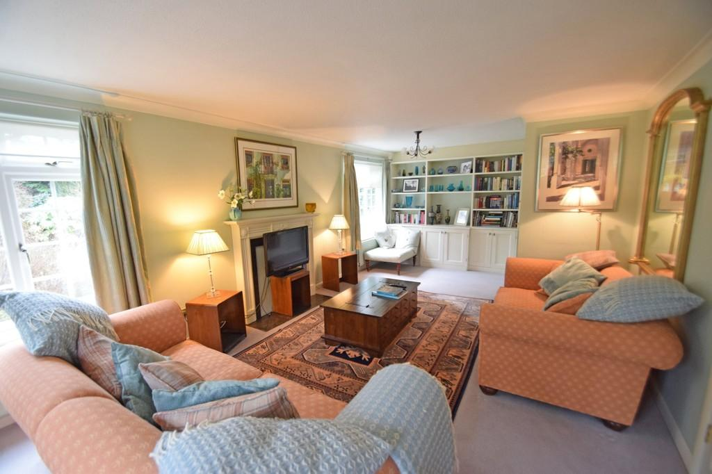 3 Bedrooms Terraced House for sale in Lower Edgeborough Road, Guildford GU1 2EY