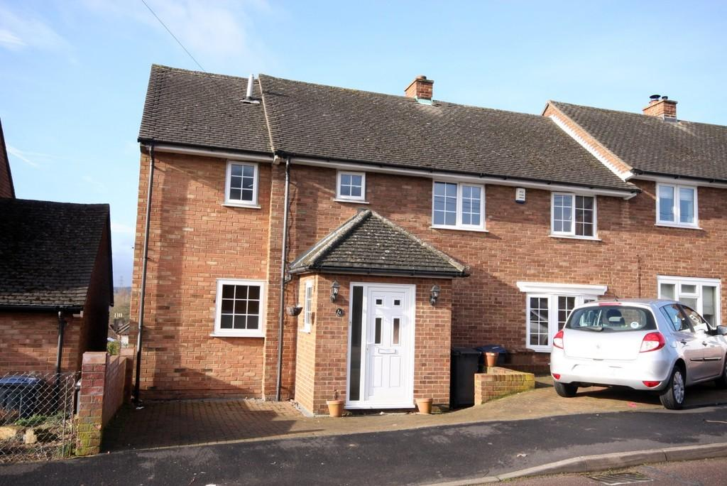 4 Bedrooms Semi Detached House for sale in Woodcroft Avenue, Stanstead Abbotts