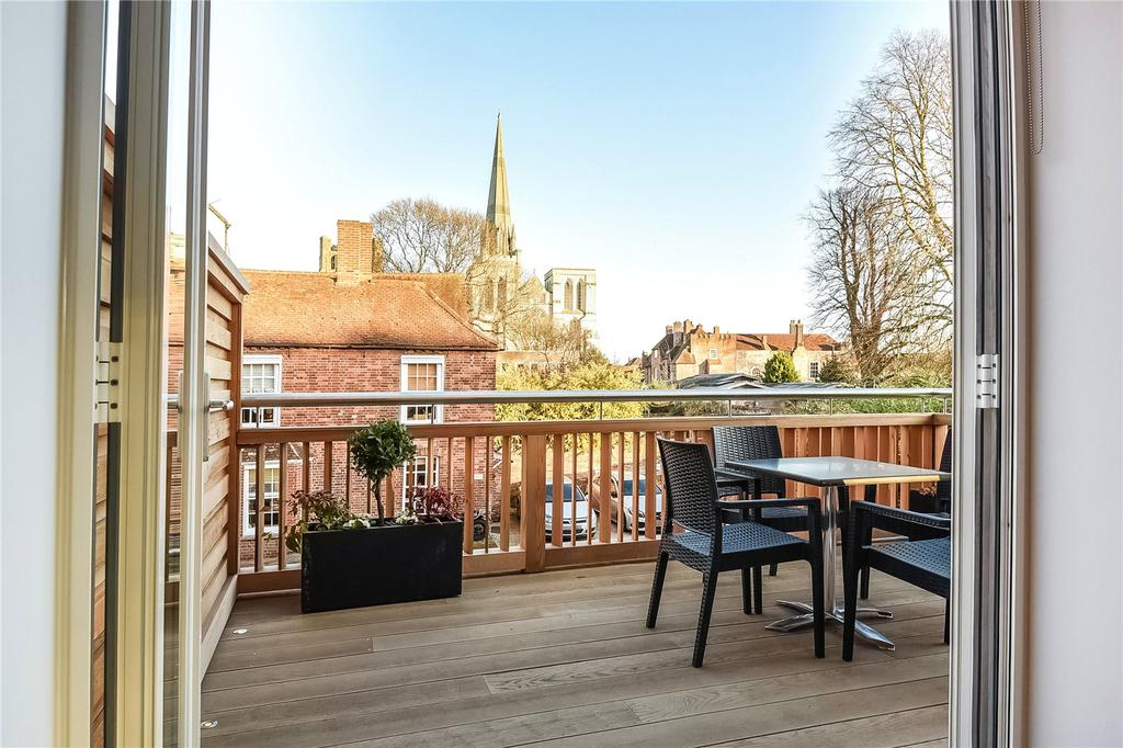 3 Bedrooms Flat for sale in West Street, Chichester, West Sussex