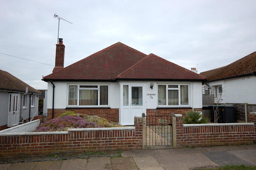 2 Bedrooms Detached Bungalow for sale in Fernlea Avenue, Herne Bay