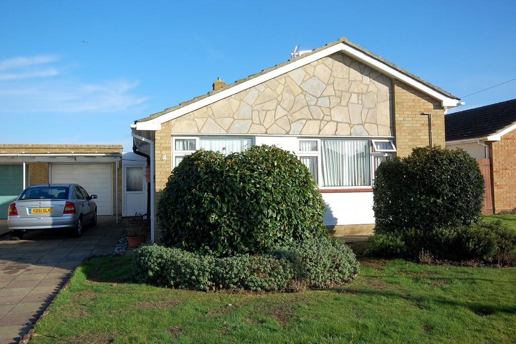 3 Bedrooms Detached Bungalow for sale in Rosebery Avenue, Herne Bay