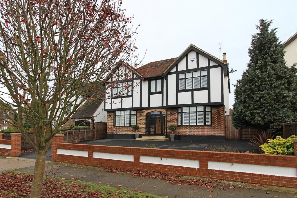 5 Bedrooms Detached House for sale in Green Curve, Banstead