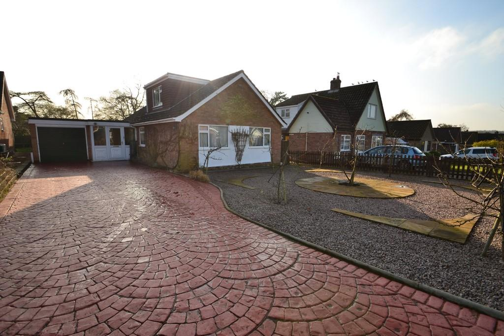 4 Bedrooms Detached Bungalow for sale in Rosary Close, Mulbarton