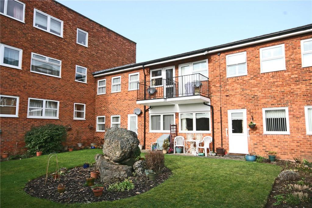 2 Bedrooms Flat for sale in Monks Close, Redbourn, Hertfordshire