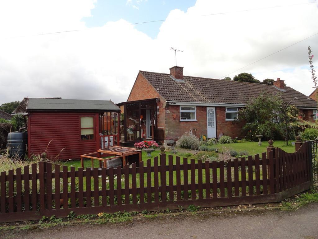 2 Bedrooms Semi Detached Bungalow for sale in Highwood Road, Gazeley