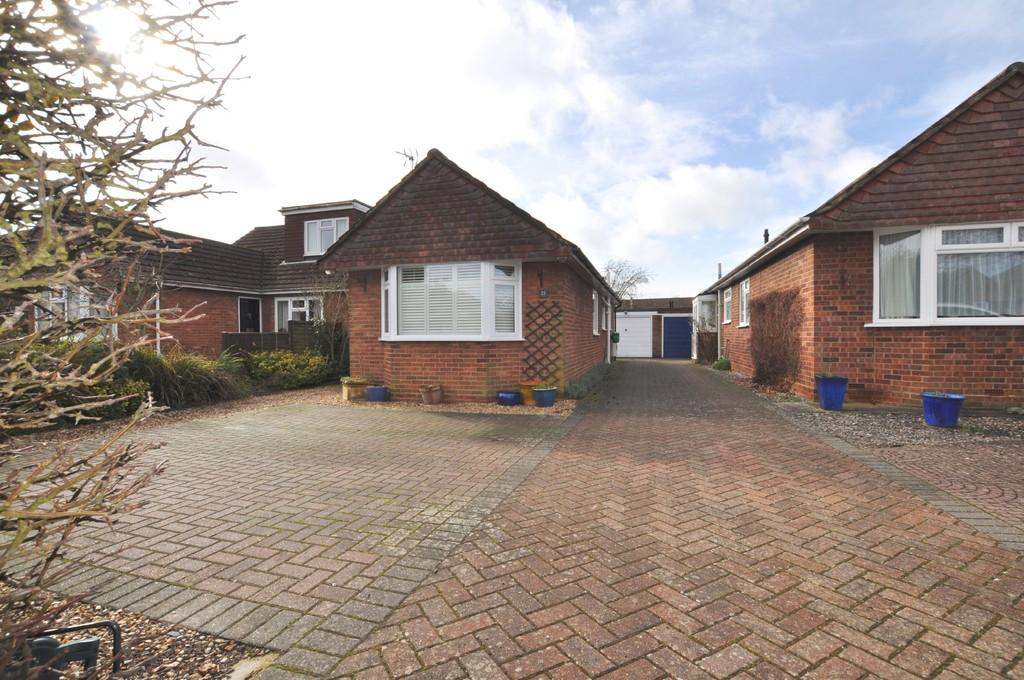3 Bedrooms Semi Detached Bungalow for sale in Queenhythe Road, Jacob's Well