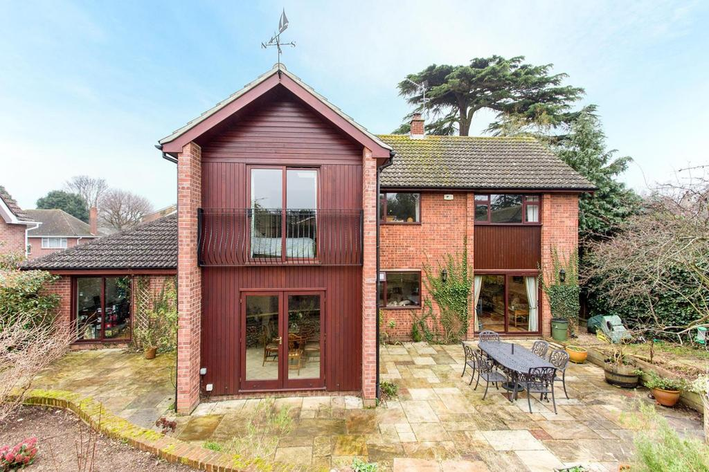 4 Bedrooms Detached House for sale in Oaks Drive, Colchester, Essex, CO3 3PS