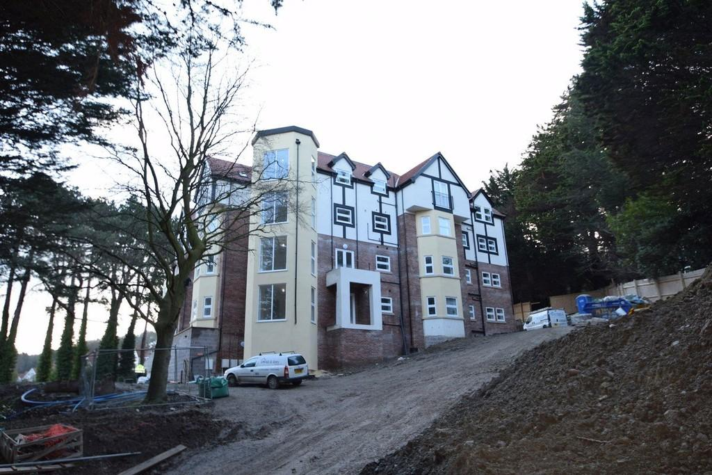 2 Bedrooms Apartment Flat for sale in Oak Drive, Colwyn Bay