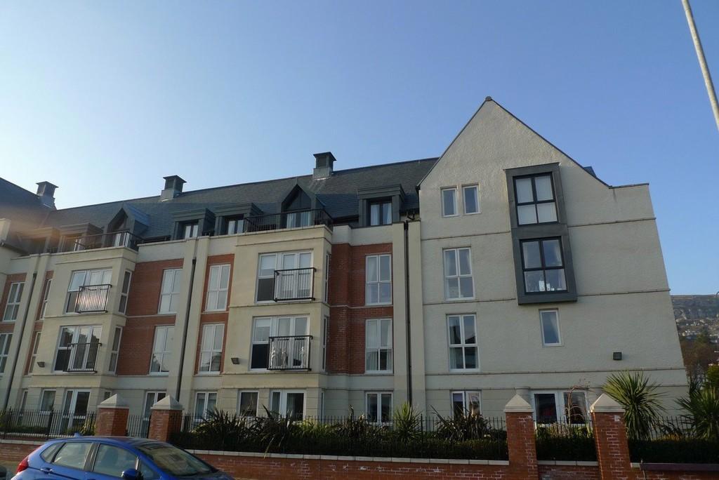 2 Bedrooms Apartment Flat for sale in Cwrt Gloddeth, Llandudno