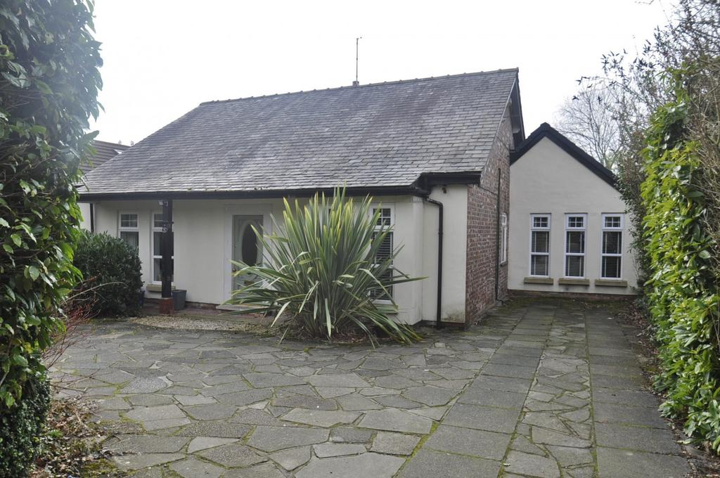 3 Bedrooms Detached Bungalow for sale in Ack Lane East, Bramhall,