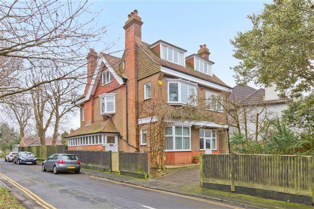 4 Bedrooms Detached House for sale in Withdean Avenue, Brighton