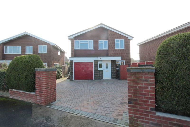 4 Bedrooms Detached House for sale in Lon Y Fedwen Arian, Denbigh