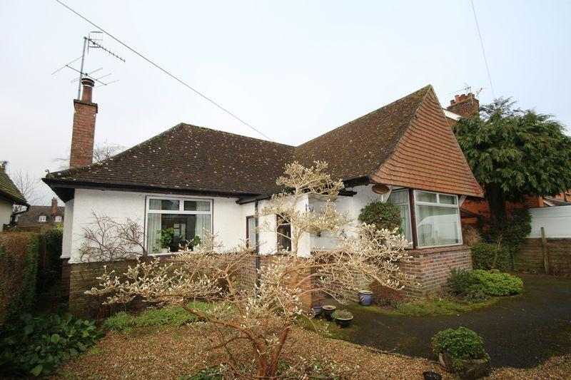 2 Bedrooms Detached Bungalow for sale in The Mount, Cranleigh