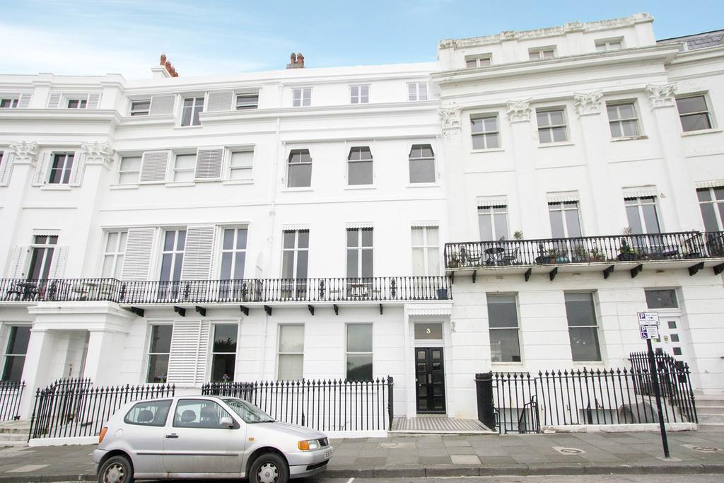 3 Bedrooms Maisonette Flat for sale in Lewes Crescent, Brighton, BN2