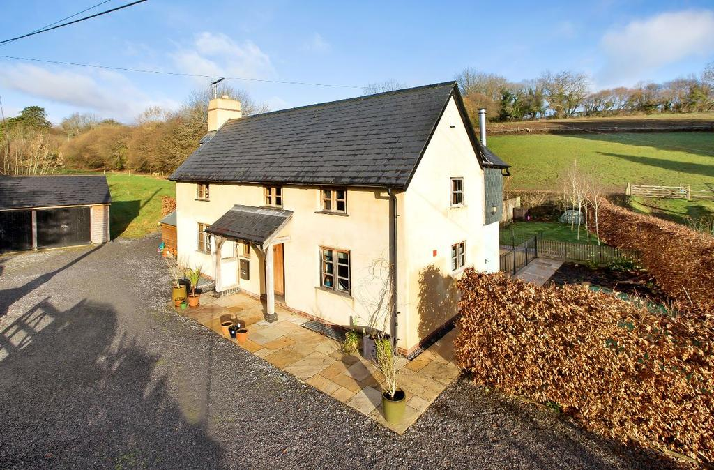 4 Bedrooms Detached House for sale in Lower Coombe