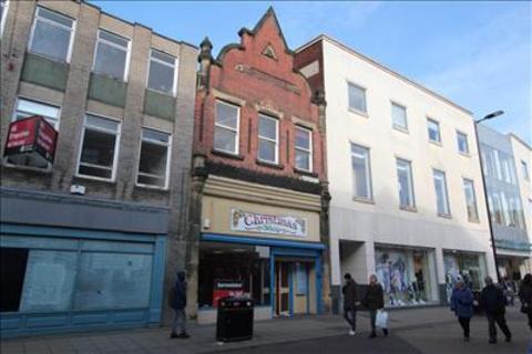 Shop to rent - Baxtergate, Doncaster, DN1 1LG