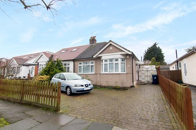 2 Bedrooms Bungalow for sale in Islip Gardens, Northolt