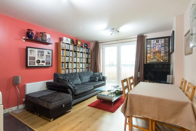 2 Bedrooms Flat for sale in Middlewich House, Taywood Road, Northolt